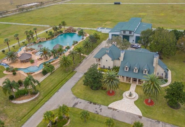 Texas Mansion With The Largest Backyard Swimming Pool In The World Sells For A Steep Discount Original Oil Tycoon Owner Gives Up His Home Resort Paradise