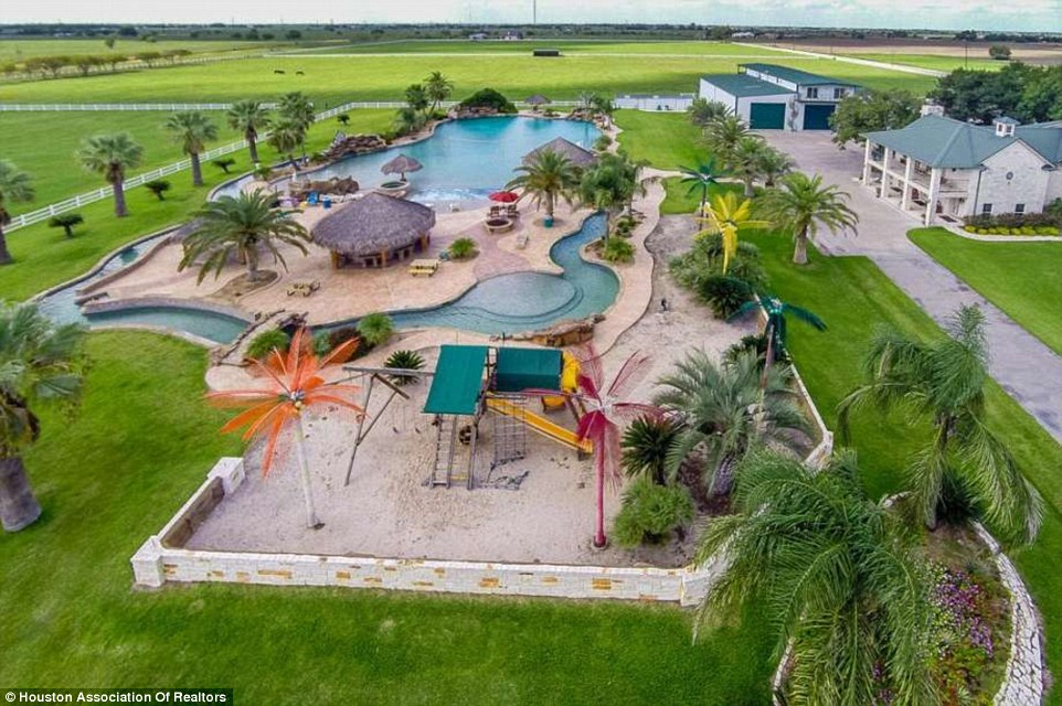 Texas Mansion with the Largest Backyard Swimming Pool in ...