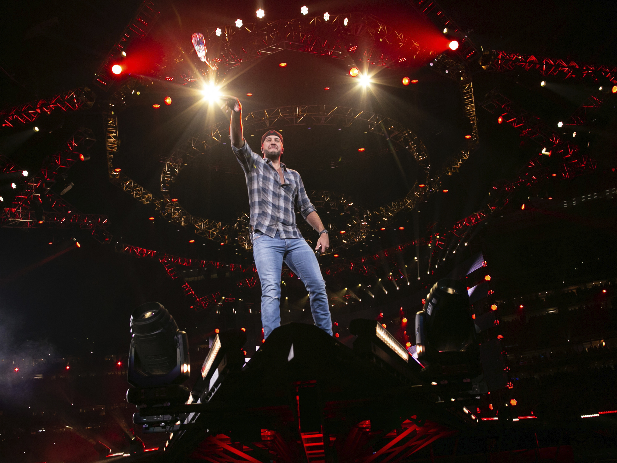 luke bryan on the edge of the stage (Photo by F. Carter Smith )