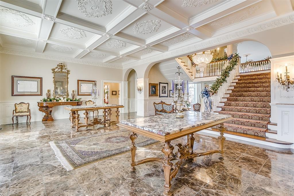 5100 Crestline Road – An entry hall like none-other greets you as you enter