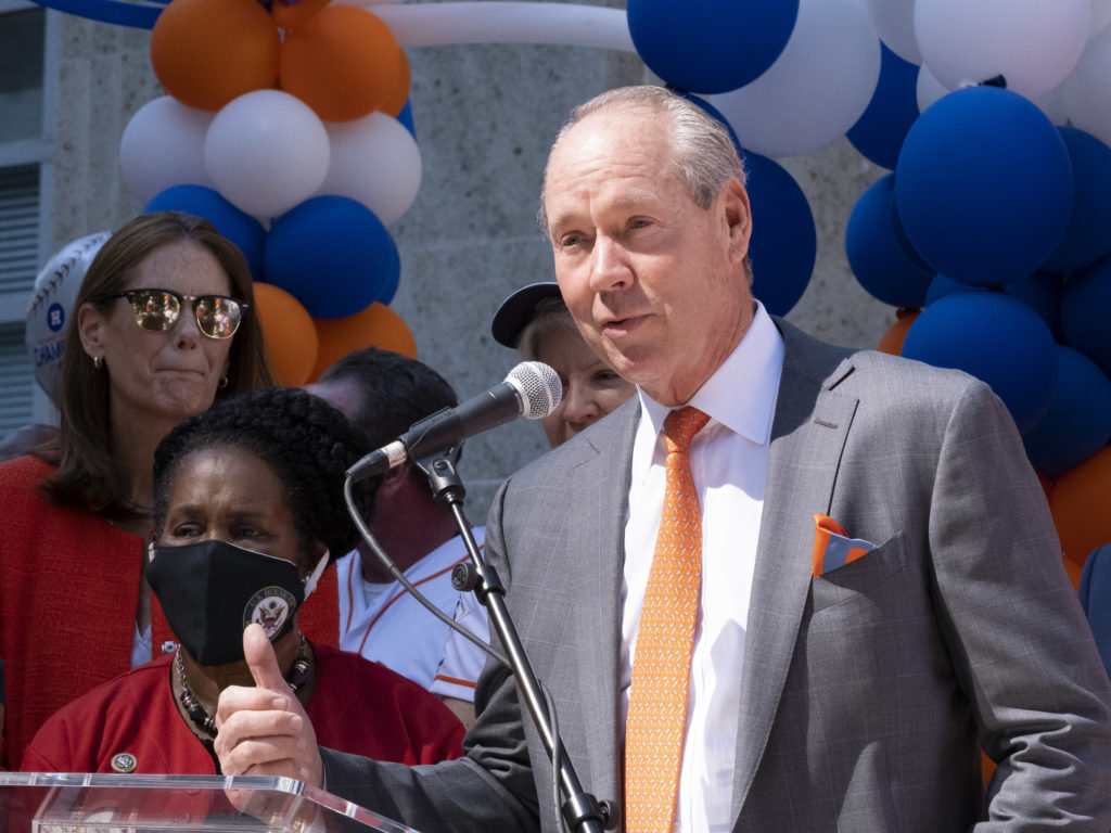 Astros Owner and Chairman Jim Crane, Astros General Manager James Click, Astros alums Jeff Bagwell and Jose Cruz, mascot Orbit and the Coca-Cola Shooting Stars will join Houston Mayor Sylvester Turner at City Hall to kick off the postseason celebration at